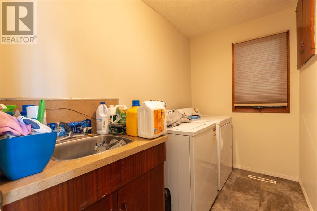 4202 52 Avenue, Stettler, Alberta  T0C 2L0 - Photo 11 - A1132298