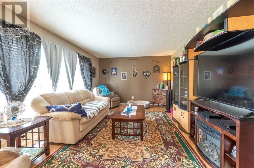 4202 52 Avenue, Stettler, Alberta  T0C 2L0 - Photo 9 - A1132298